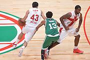 DESCRIZIONE : Milano NBA Global Games EA7 Olimpia Milano - Boston Celtics<br /> GIOCATORE : Krunoslav Simon<br /> CATEGORIA : Palleggio blocco<br /> SQUADRA :  Olimpia EA7 Emporio Armani Milano<br /> EVENTO : NBA Global Games 2016 <br /> GARA : NBA Global Games EA7 Olimpia Milano - Boston Celtics<br /> DATA : 06/10/2015 <br /> SPORT : Pallacanestro <br /> AUTORE : Agenzia Ciamillo-Castoria/IvanMancini<br /> Galleria : NBA Global Games 2016 Fotonotizia : NBA Global Games EA7 Olimpia Milano - Boston Celtics