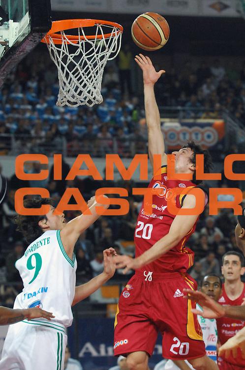 DESCRIZIONE : Roma Lega A1 2007-08 Lottomatica Virtus Roma  Benetton Treviso<br /> GIOCATORE : Roko Ukic<br /> SQUADRA : Lottomatica Virtus Roma<br /> EVENTO : Campionato Lega A1 2007-2008 <br /> GARA : Lottomatica Virtus Roma  Benetton Treviso<br /> DATA : 02/03/2008<br /> CATEGORIA : Tiro<br /> SPORT : Pallacanestro <br /> AUTORE : Agenzia Ciamillo-Castoria/E. Grillotti