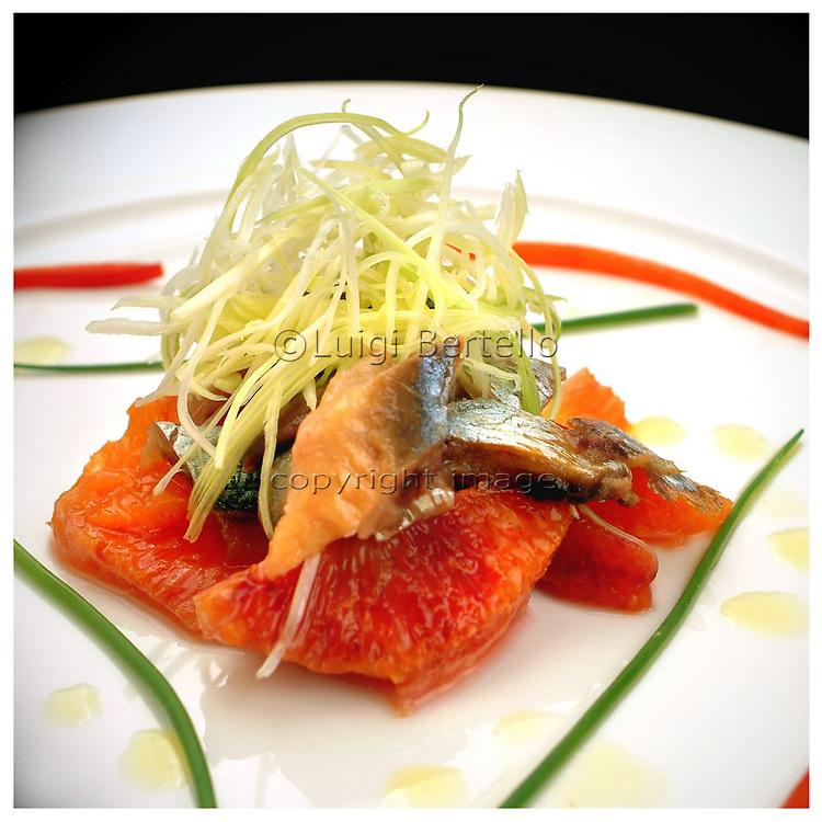 Le Ricette Tradizionali della Cucina Italiana.Italian Cooking Recipes. Insalata di aringhe e arancia.