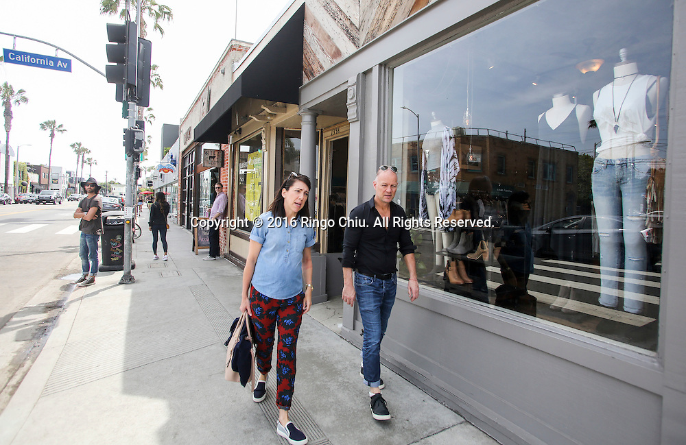 People shopping along Abbot Kinney in Venice.(Photo by Ringo Chiu/PHOTOFORMULA.com)<br /> <br /> Usage Notes: This content is intended for editorial use only. For other uses, additional clearances may be required.