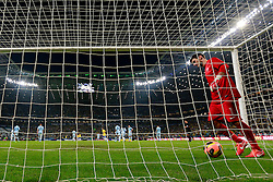 O goleiro francês Hugo Lloris após o gol de Lucas na partida entre Brasil e França no estádio Arena do Grêmio, em Porto Alegre (RS). FOTO: Jefferson Bernardes/Preview.com