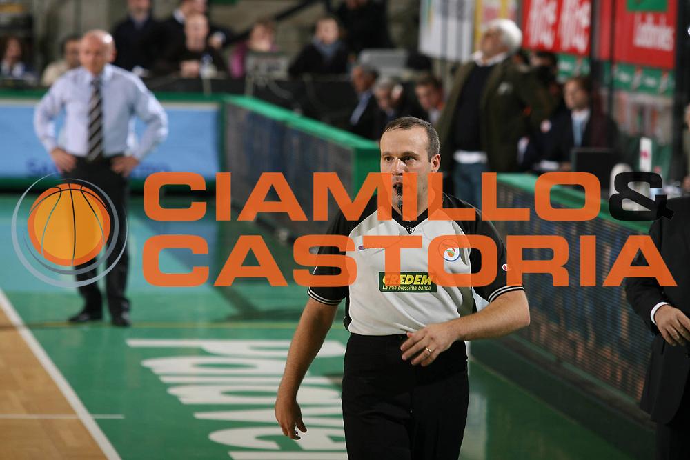 DESCRIZIONE : Treviso Lega A1 2007-08 Benetton Treviso Tisettanta Cantu <br /> GIOCATORE : Arbitro Capurro Luca Dalmonte<br /> SQUADRA : Tisettanta Cantu<br /> EVENTO : Campionato Lega A1 2007-2008 <br /> GARA : Benetton Treviso Tisettanta Cantu <br /> DATA : 20/10/2007 <br /> CATEGORIA : Arbitro<br /> SPORT : Pallacanestro <br /> AUTORE : Agenzia Ciamillo-Castoria/M.Marchi