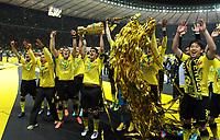 Fotball<br /> Tyskland<br /> 12.05.2012<br /> Foto: Witters/Digitalsport<br /> NORWAY ONLY<br /> <br /> Borussia Dortmund, DFB-Pokalsieger 2012, Sebastian Kehl mit Pokal<br /> <br /> Fussball, DFB-Pokal-Finale 2012, Borussia Dortmund - FC Bayern München