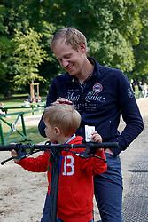 RATH Matthias Alexander (GER) mit Sohn<br /> Wiesbaden - 82. PfingstTurnier 2018<br /> Prix St Georges<br /> 18. Mai 2018<br /> www.sportfotos-lafrentz.de/Stefan Lafrentz