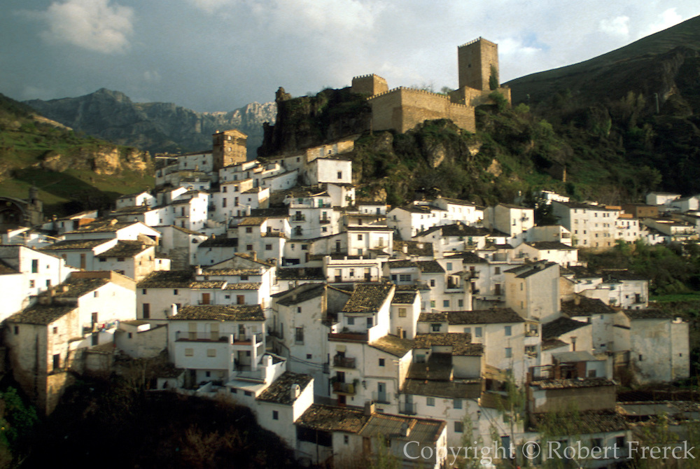 SPAIN, ANDALUSIA CAZORLA; pretty mountain town with castle, below the Sierra de Cazorla Mountains, north of Granada