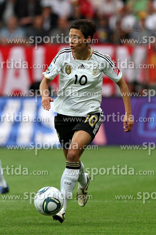 30.06.2011, Commerzbank Arena, Frankfurt, GER, FIFA Women Worldcup 2011, Gruppe A, Deutschland (GER) vs. Nigeria (NGA), im Bild .Linda Bresonik (GER)  .// during the FIFA Women Worldcup 2011, Pool A, Germany vs Nigeria on 2011/06/30, Commerzbank Arena, Frankfurt, Germany.  EXPA Pictures © 2011, PhotoCredit: EXPA/ nph/  Karina Hessland       ****** out of GER / CRO  / BEL ******