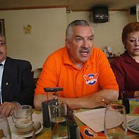 Toluca, Mex.- Ernesto Rodriguez Gonzalez, candidato de Convergencia a diputado por el II distrito habla con periodistas de la invitacion que hace a sus contendientes a debatir de manera publica. Agencia MVT / Luis Enrique Hernandez. (DIGITAL)<br /> <br /> NO ARCHIVAR - NO ARCHIVE