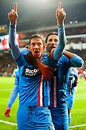PSV - WILLEM II <br /> Robert Braber scoort de 0-1 en viert dit met Mitchell Dijks