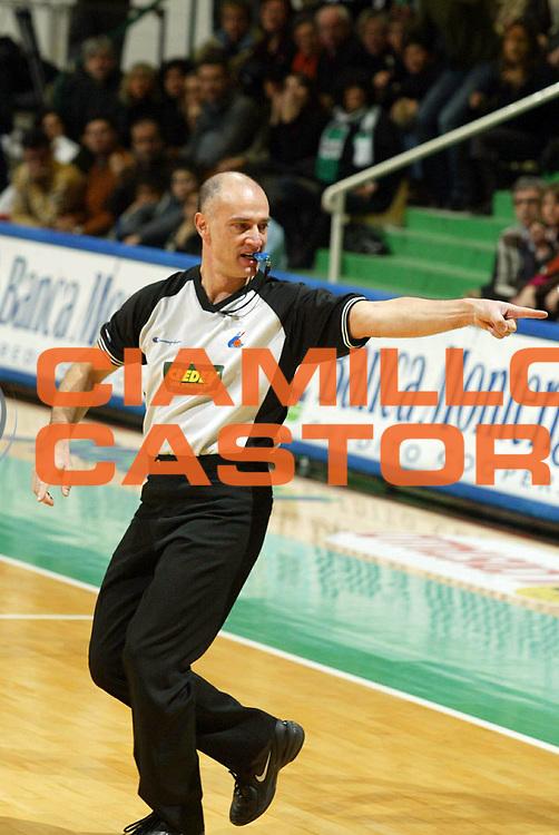 DESCRIZIONE : Siena Lega A1 2005-06 Montepaschi Siena Benetton Treviso<br /> GIOCATORE : Tola Arbitro Referee<br /> SQUADRA : Referees<br /> EVENTO : Campionato Lega A1 2005-2006<br /> GARA : Montepaschi Mens Sana Siena Benetton Treviso<br /> DATA : 22/01/2006 <br /> CATEGORIA :<br /> SPORT : Pallacanestro <br /> AUTORE : Agenzia Ciamillo-Castoria/G.Ciamillo