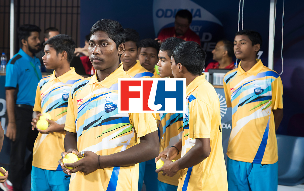 Odisha Men's Hockey World League Final Bhubaneswar 2017<br /> Match id:14<br /> England v Argentina , Quater Final<br /> Foto: ballboys, ballenjongens, ballenjongen, ballboy. <br /> WSP COPYRIGHT KOEN SUYK