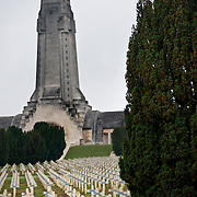 Endless crosses at the cemetery outside the Douaumont ossuary (L'ossuaire de Douaumont) built in 1932 is a memorial containing the remains of soldiers who died at the battle of Verdun (21 February 1916 – 19 December 1916) During the battle 230.000 man died.  Ossuaire de Verdun, Verdun, ‪Meuse‬, France