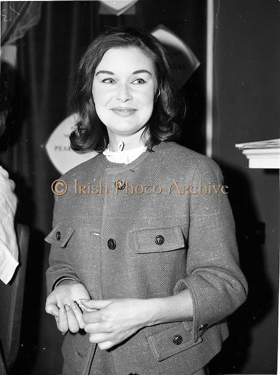 "07/06/1962<br /> 06/07/1962<br /> 07 June 1962 <br /> ""Light and Lovely"" new Coty Make-up range, reception at the Shelbourne Hotel, Dublin. Model for the demonstration."
