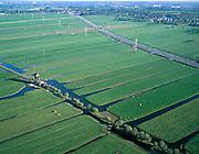 Nederland, Zuid-Holland, Alblasserwaard, 17-10-2003;  polder Binnentiendsweg (direkt ten Noorden van Hardinxveld-Giessendam); linksonder de Tiendweg met de Tiendwegse Molen (tienden: bijbelse belasting); de verkaveling van de polder wordt diagonaal door de Betuweroute doorsneden; waterhuishouding, drainage, watermolen, waterbeheer, sloten; goederen vervoer, infrastuctuur, verkeer; landschap; Betuwelijn (zie ook andere en eerdere (lucht) foto's van deze lokatie; onderdeel van een project over infrastructuur)..Foto Siebe Swart