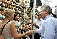 SAO PAULO - 01.10.2012. ANDREA MATARAZZO 45450. O candidato a vereador Andrea Matarazzo visita o BOLSÃO DE COMPRAS SENADOR QUEIROZ, o maior centro popular de compras de São Paulo. São Paulo, Brasil, outubro 01, 2012. DANIEL GUIMARÃES