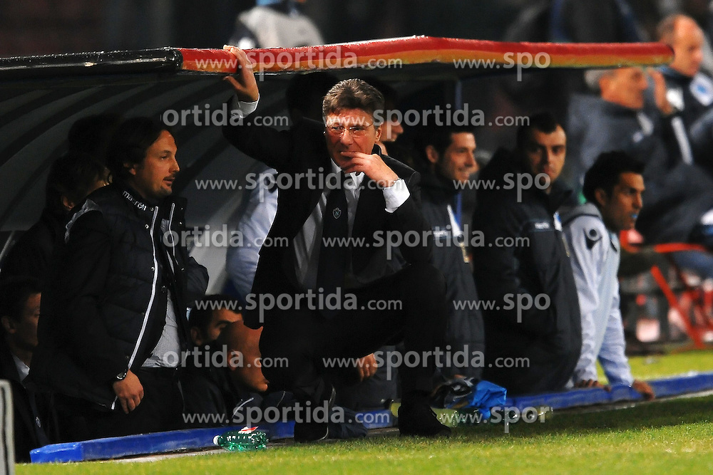 22.11.2011, Stadio San Paolo, Rom, ITA, UEFA CL, Gruppe A, SSC Neapel (ITA) vs Manchester City (ENG), im Bild Walter MAZZARRI Allenatore del Napoli preoccupato // during the football match of UEFA Champions league, group A, between SSC Neapel (ITA) vs Manchester City (ENG) at San Paolo Stadium, rome, Italy on 22/11/2011. EXPA Pictures © 2011, PhotoCredit: EXPA/ Insidefoto/ Andrea Staccioli..***** ATTENTION - for AUT, SLO, CRO, SRB, SUI and SWE only *****