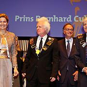 NLD/Amsterdam/20101129 - Prinses Máxima reikt Prins Bernhard Cultuurfonds Prijs 2010 uit Muziekgebouw aan het IJ, Prinses Máxima met Siewert Verster en Frans Brüggen