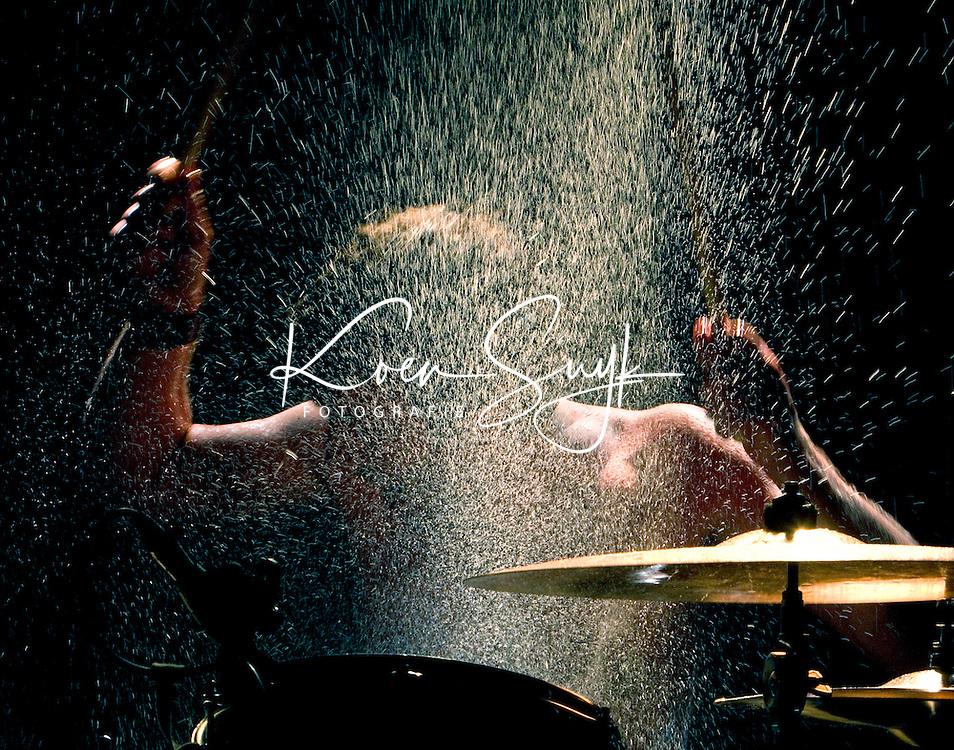 23-06-2005;  Optreden van Nederlands oudste rockband, The Bintangs, in het Utrechtse theater Ekko. Achter de drums Gerben Ibelings.
