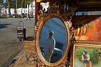 Maroc, Tanger, boutique de miroir dans la ville nouvelle // Morocco, Tangier (Tanger), mirror shop on the new city