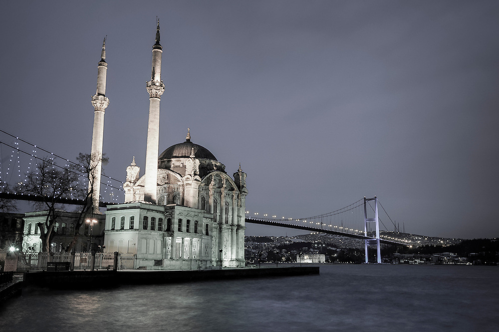 USE ARROWS &larr; &rarr; on your keyboard to navigate this slide-show<br /> <br /> Istanbul, Turkey 18 February 2008<br /> Ortakoy Mosque and Bosphorus Bridge.<br /> Photo: Ezequiel Scagnetti