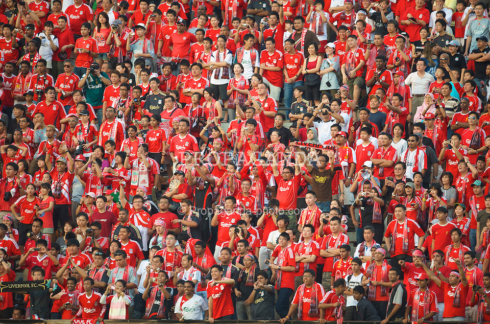 SINGAPORE, SINGAPORE - Sunday, July 26, 2009: Liverpool supporters before a preseason friendly at the Singapore National Stadium. (Pic by David Rawcliffe/Propaganda)