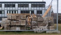 THEMENBILD - Der Heldenplatz ist ein historischer Platz in Wien bei der Hofburg. Derzeit werden hier die Ausweichquartiere anlässlich der Parlamentssanierung aufgebaut. Aufgenommen am 23.02.2017 in Wien, Österreich // Heldenplatz is a historical square in Vienna. Because renovation work at the austrian parliament, there will be build temporary quarters for the employees of the parliament. Vienna, Austria on 2017/02/23. EXPA Pictures © 2017, PhotoCredit: EXPA/ Michael Gruber