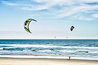 Kitesurf na Praia do Campeche. Florianópolis, Santa Catarina, Brasil. / Kitesurf at Campeche Beach. Florianópolis, Santa Catarina, Brazil.