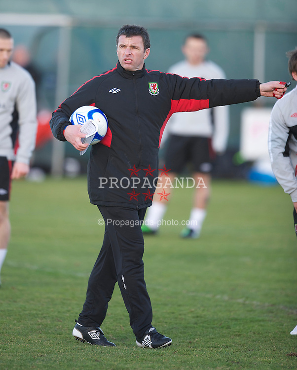 DUBLIN, IRELAND - Monday, February 7, 2011: Wales' new manager Gary Speed MBE training at Gannon Park ahead of the opening Carling Nations Cup match against the Republic of Ireland. (Photo by David Rawcliffe/Propaganda)