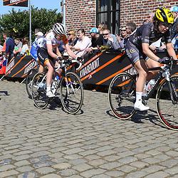 03-04-2016: Wielrennen: Ronde van Vlaanderen vrouwen: Oudenaarde  <br />OUDENAARDE (BEL) cycling  The sixth race in the UCI Womensworldtour is the ronde van Vlaanderen. A race over the famous Flemish climbs. Amy Pieters, Anna van der Breggen on the Oude Kwaremont