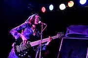 Frankfurt am Main | 11.11.2010..Gitarrist Steve Lukather (Toto) mit seiner eigenen Band live auf der Buehne in der Batschkapp in Frankfurt am Main, hier die wundervolle Bassistin Renee Jones...©peter-juelich.com..[No Model Release | No Property Release]