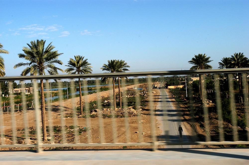 Side road..Near Karbala, Iraq. 10/04/2004.Photo © J.B. Russell