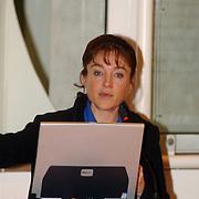 Yvonne van Gennip geeft uitleg jeugdsportproject gemeente Huizen
