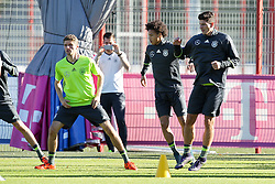 11.11.2015, Saebener Strasse, Muenchen, GER, Trainingslager, Training Deutschland, im Bild l-r: Thomas Mueller #13 (Deutschland), Leroy Sane (Deutschland), Mario Gomez #23 (Deutschland) war up // during a Trainingssession of German National Football Team at the Saebener Strasse in Muenchen, Germany on 2015/11/11. EXPA Pictures &copy; 2015, PhotoCredit: EXPA/ Eibner-Pressefoto/ Kolbert<br /> <br /> *****ATTENTION - OUT of GER*****