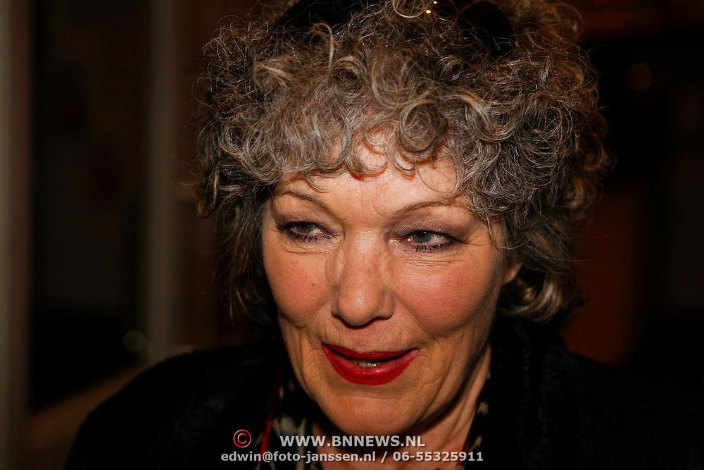 NLD/Amsterdam/20100122 - Uitvaart Edgar Vos, Willeke van Ammelrooy in tranen