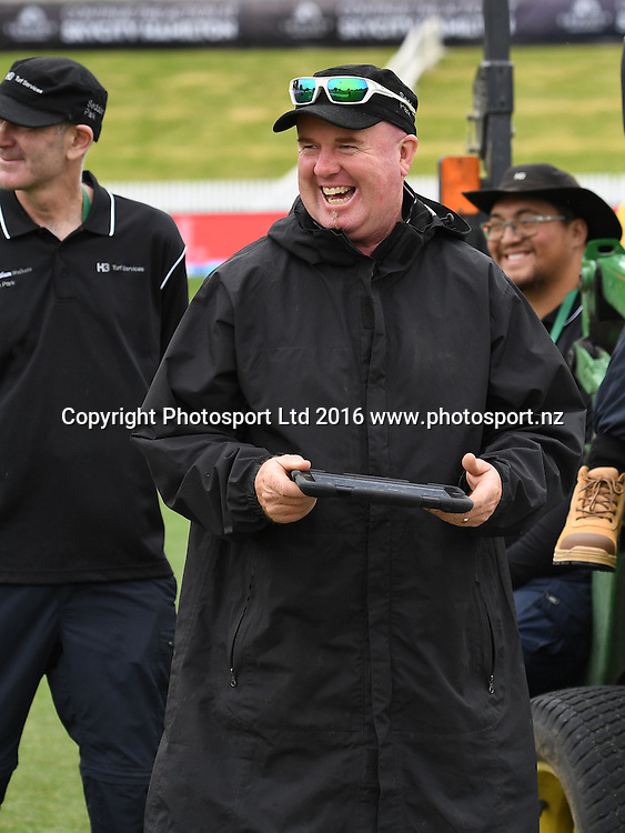 Seddon Park's head groundsman Karl Johnson.<br /> New Zealand Black Caps v Pakistan. Day 1, 2nd test match. Friday 25 November 2016. Seddon Park, Hamilton, New Zealand. &copy; Copyright photo: Andrew Cornaga / www.photosport.nz
