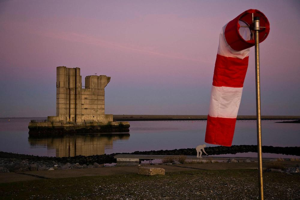Nederland, Zeeland,  Neeltje Jans, 1-12-2009; Voormalige bouwput Oosterscheldekering met de enig overgebleven (reserve) pijler in de avondschemering.<br /> Spare pillar for the nearby Storm surge barrier in the evening<br /> foto Siebe Swart / photo Siebe Swart