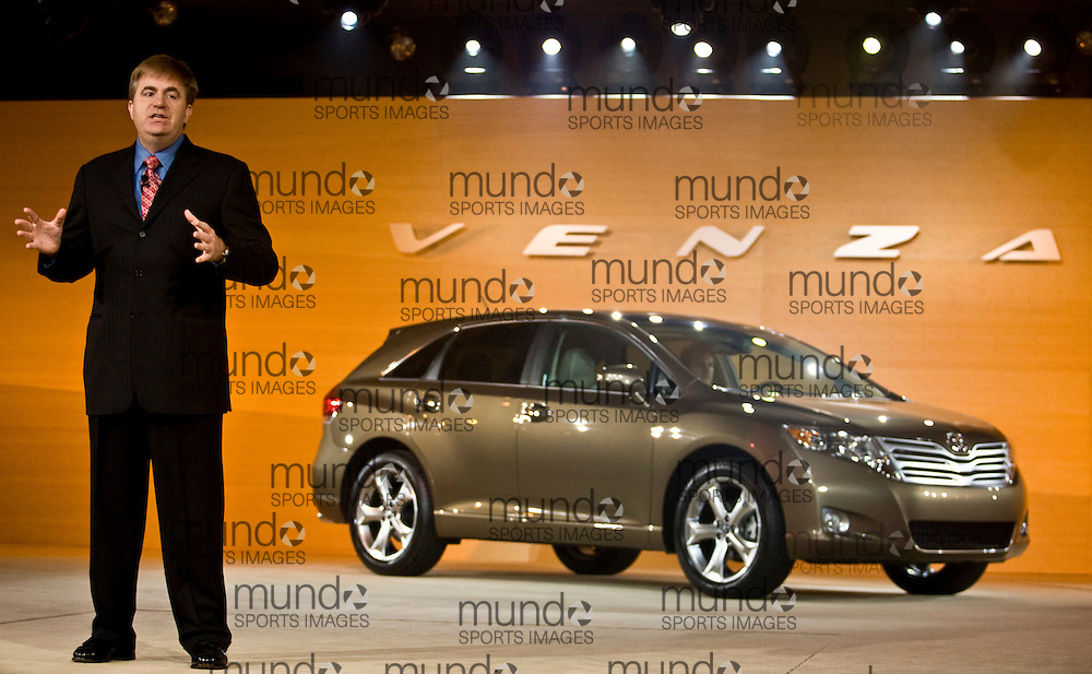 GJR080039.JPG -20080114- Detroit, Michigan-- Bob Carter, Vice President and General Manager of Toyota's Division Group introduces the Venza crossover sedan during a press conference at the 2008 North American International Auto Show in Detroit, Michigan, 14 January 2008..AFP PHOTO/Geoff Robins