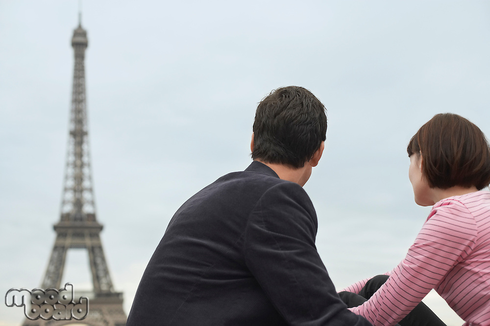 France Paris Couple looking at Eiffel Tower back view