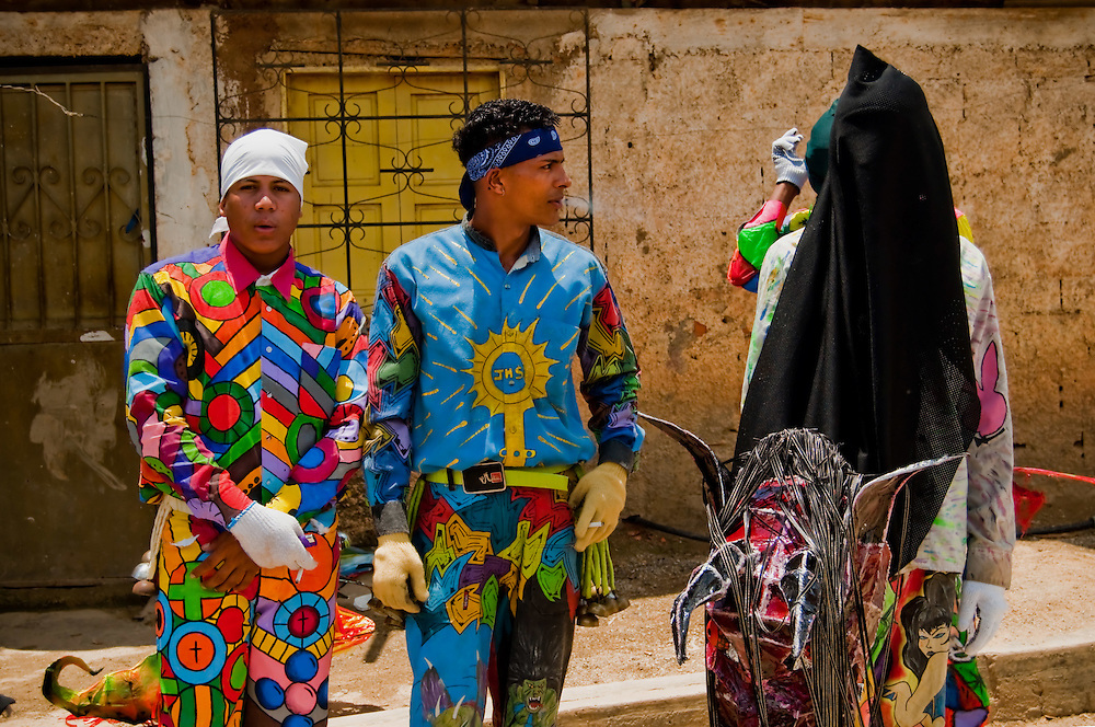 DANCING DEVILS OF NAIGUATA / DIABLOS DANZANTES DE NAIGUATA<br /> Photography by Aaron Sosa<br /> Naiguata, Vargas State - Venezuela 2010.<br /> (Copyright &copy; Aaron Sosa)