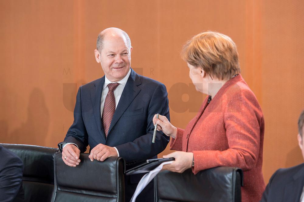 03 APR 2019, BERLIN/GERMANY:<br /> Olaf Scholz (L), SPD, Bundesfinanzminister, und Angela Merkel (R), CDU, Bundeskanzlerin, im Gespraech vor Beginn der Kabinettsitzung, Bundeskanzleramt<br /> IMAGE: 20190403-01-007<br /> KEYWORDS: Kabinett, Sitzung, Gespräch