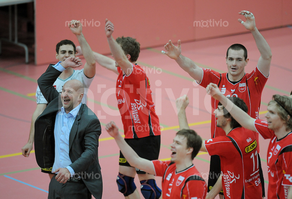 Volleyball  1. Bundesliga  2008/200909.03.2009 ENBW TV Rottenburg  - TSV Giesen/Hildesheim TV R JUBEL ueber die Play-Off Teilnahme,  Trainer Hans Peter Mueller - Angstenberger (li) mit Team