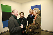 Robert Shapiro, ellen Shapiro, Daniel Shapiro and Anna Marie Shapiro. Ellsworth Kelly exhibition opening. Serpentine Gallery and afterwards at the River Cafe. London. 17 March 2006. ONE TIME USE ONLY - DO NOT ARCHIVE  © Copyright Photograph by Dafydd Jones 66 Stockwell Park Rd. London SW9 0DA Tel 020 7733 0108 www.dafjones.com