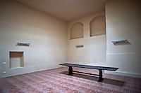 Convento dei frati Predicatori di San Domenico fondato con bolla papale di Eugenio V, datata al 15 giugno 1442. La forza dell'ordine dei Domenicani nel Meridione si riflette, inevitabilmente, nella vitalità delle strutture conventuali le quali alternano periodi di intensa attività a periodi di forte contrazione. Il convento fu edificato, per iniziativa privata, fuori dalle mura cittadine, nelle immediate vicinanze di una cappella preesistente. Adiacente alla cappella fu costruita la chiesa ad aula unica con copertura a tetto ligneo. In prossimità della chiesa è collocato l'ingresso del convento, il cui chiostro ha conservato intatta la sua bellezza e maestosità. Il chiostro, di impianto quadrato, è caratterizzato da dieci arcate ogivali per ogni lato; le colonne binate che ne delimitano il perimetro, sono a fusto liscio, poggiano su un alto basamento e sono coronate da capitelli dorici di rara bellezza. La cripta intitolata a SS. Annunziata era ritenuta un luogo in cui avvenivano miracoli. La tradizione narra, infatti, che una palla di cannone in pietra viva sfondò il tetto della cripta e , senza arrecare ulteriori danni, si fermò ai piedi dell'altare. Per questo la cripta divenne luogo sacro e miracoloso, meta di importanti pellegrinaggi.