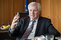 20 JUN 2018, BERLIN/GERMANY:<br /> Horst Seehofer, CSU, Bundesinnenminister, waehrend einem Interview, in seinem Buero, Bundesministerium des Inneren<br /> IMAGE: 20180620-02-014<br /> KEYWORDS: Büro