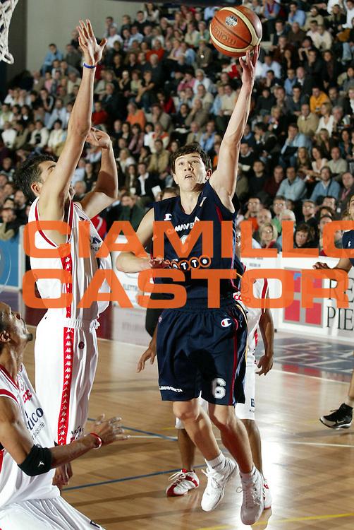 DESCRIZIONE : Biella Lega A1 2005-06 Angelico Biella Lottomatica Virtus Roma<br />GIOCATORE : Ilievski<br />SQUADRA : Lottomatica Virtus Roma<br />EVENTO : Campionato Lega A1 2005-2006<br />GARA : Angelico Biella Lottomatica Virtus Roma<br />DATA : 20/11/2005<br />CATEGORIA : Tiro<br />SPORT : Pallacanestro<br />AUTORE : Agenzia Ciamillo-Castoria/S.Ceretti<br />Galleria : Lega Basket A1 2005-2006<br />Fotonotizia : Biella Campionato Italiano Lega A1 2005-2006 Angelico Biella Lottomatica Virtus Roma<br />Predefinita :