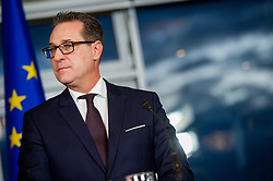 16.12.2017, Kahlenberg, Wien, AUT, Präsentation der neuen türkis-blauen Koalition, im Bild FPÖ-Chef Heinz-Christian Strache // Head of the parliamentary group FPOe Heinz Christian Strache during presentation of the new coalition between the Austrian Peoples Party and Austrian Freedom Party in Vienna, Austria on 2017/12/16, EXPA Pictures © 2017, PhotoCredit: EXPA/ Michael Gruber