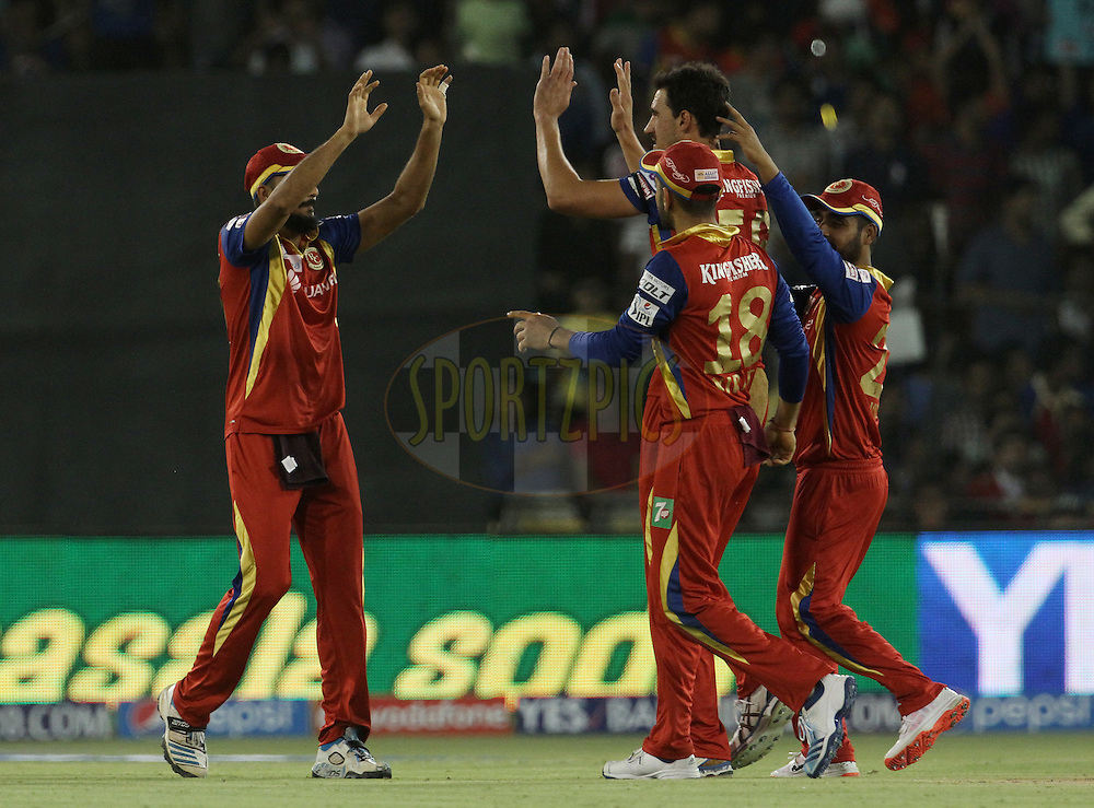 Royal Challengers Bangalore players celebrates the wicket of Rajasthan Royals player Steven Smith during match 22 of the Pepsi IPL 2015 (Indian Premier League) between The Rajasthan Royals and The Royal Challengers Bangalore held at the Sardar Patel Stadium in Ahmedabad , India on the 24th April 2015.<br /> <br /> Photo by:  Vipin Pawar / SPORTZPICS / IPL