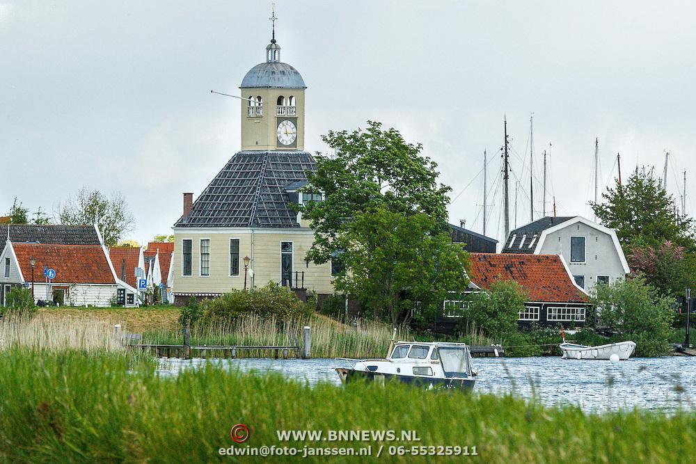 NLD/Durgerdam/20150530 - Kerkje in Durgerdam onder de rook van Amsterdam,