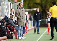 HUIZEN/NAARDEN - 2017 Hoofdklasse dames<br /> Huizer HC  vs Nijmegen 3-1<br /> Foto: Matthijs Brouwer commentaar op scheidsrechter Thomas Duijnstee.<br /> WORLDSPORTPICS COPYRIGHT FRANK UIJLENBROEK