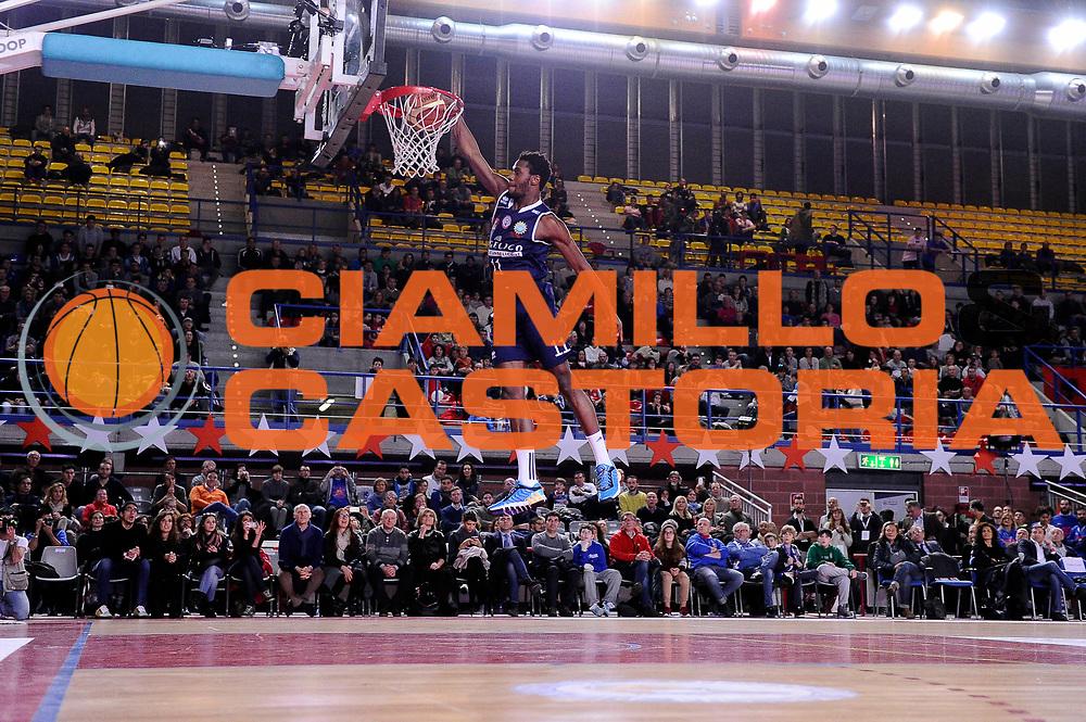 DESCRIZIONE : Mantova LNP 2014-15 All Star Game 2015 - Gara delle schiacciate<br /> GIOCATORE : Eric Lombardi<br /> CATEGORIA : schiacciata<br /> EVENTO : All Star Game LNP 2015<br /> GARA : All Star Game LNP 2015<br /> DATA : 06/01/2015<br /> SPORT : Pallacanestro <br /> AUTORE : Agenzia Ciamillo-Castoria/M.Marchi<br /> Galleria : LNP 2014-2015 <br /> Fotonotizia : Mantova LNP 2014-15 All Star game 2015