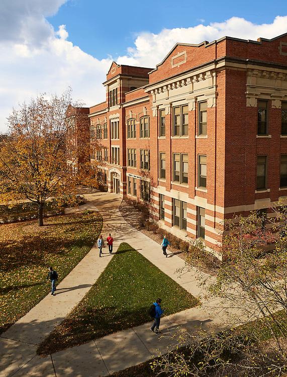 -UWL UW-L UW-La Crosse University of Wisconsin-La Crosse; Fall; Graff Main Hall; November